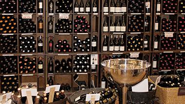 Interior de tienda Birdie Vinos
